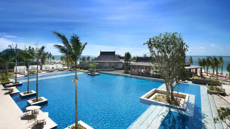 4_StRegis_Mauritius_Hotel_Pool_800x450