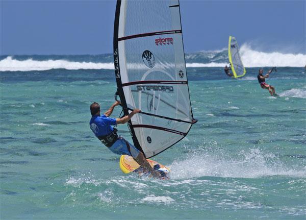 Peter_Hart_Windsurfing_Clinic_Mauritius_600x431