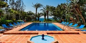 11_Tarifa_Hurricane_Hotel_pool_800x267