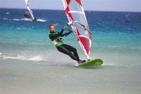 14_Simon_Bonhoft_windsurf_clinic_sotavento_fuerteventura_canary_islands