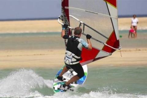 18_Simon_Bonhoft_windsurf_clinic_sotavento_fuerteventura_canary_islands