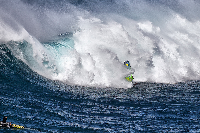 Windsurf Magazine PACIFIC POWER - PLEASURE AND PAIN - JAWS