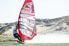 HIGH SPEED WINDSURFING IN NAMIBIA