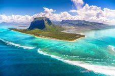 1_Mauritius_windsurf_kitesurf_holiday_le_morne_brabant_aerial_800x533