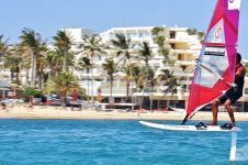 Sportif_Travel_Lanzarote_Windsurf_Costa_Teguise_foiling_instruction