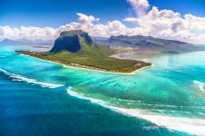 1_Mauritius_windsurf_kitesurf_holiday_le_morne_brabant_aerial