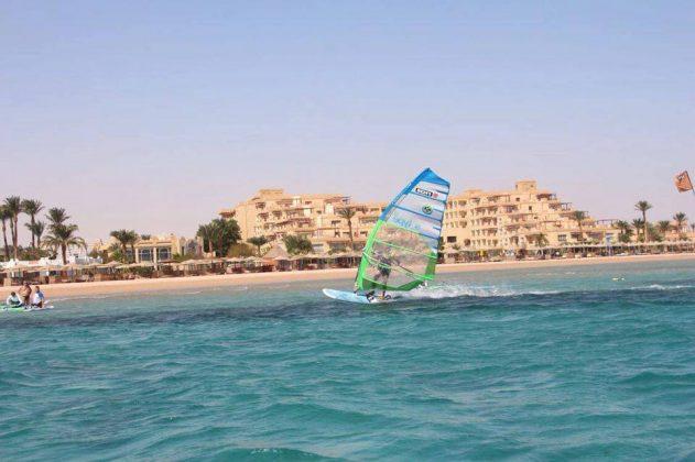 Red_Sea_Windsurfing_Holiday_Safaga_windsurfer_hotel