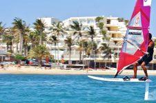 Sportif_Travel_Lanzarote_Windsurf_Costa_Teguise_foiling_instruction