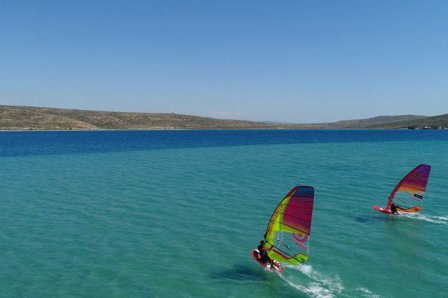 3_Alacati_Turkey_Sportif_Windsurf_clinic_Simon_Winkley_sailing_area_flat_water