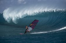 Arthur Arutkin proves that he is a true waterman and windsurfing in Teahupoo, Tahiti, French Polynesia on November 7, 2019. // Ben Thouard / Red Bull Content Pool // AP-22CU61YK92111 // Usage for editorial use only //