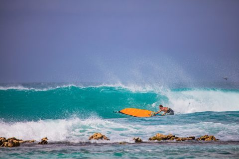 Click to Enlarge - Ricardo ripping in Los Roques.  Photo Pedro Morales.