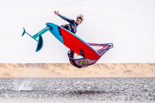 SAM ESTEVE: WINDFOIL FREESTYLE
